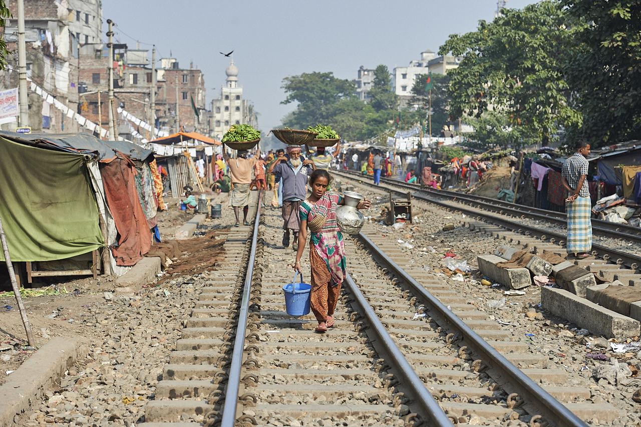 Train track slum, Dhaka