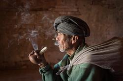 Smoking man, Bagan