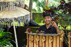 Bamboo xylophone player