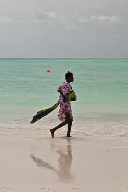 Carrying sea snails, Jambiani beach