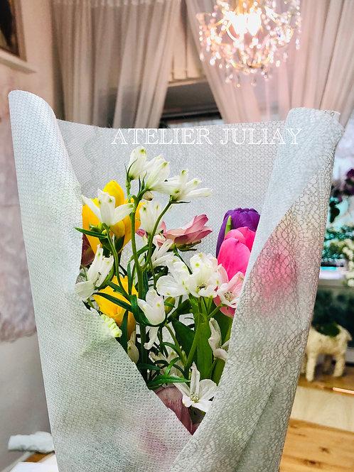 Seasonal Fresh Cut Flowers/Plants/Pots
