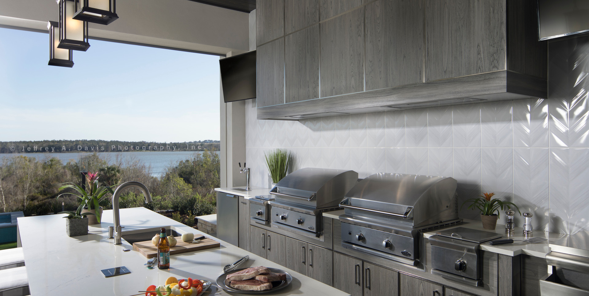 NAHB-patio-outdoor-grill-with-custom-hoo