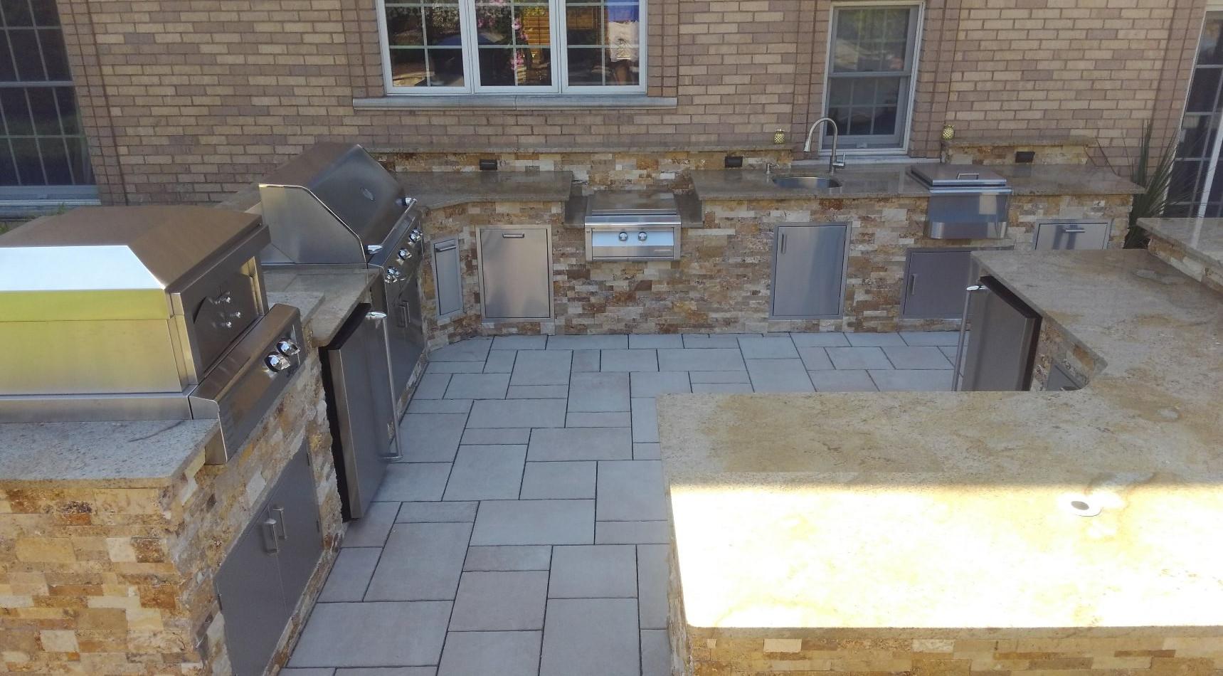 Outdoor Kitchen with veneer