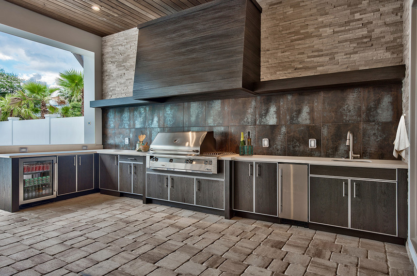 Outdoor-kitchen-with-hood