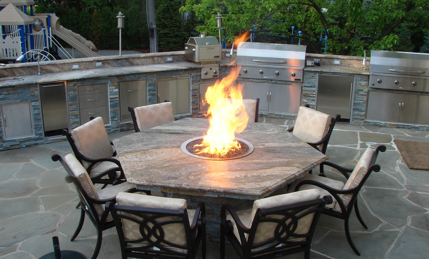 Classic Kitchen with fire table