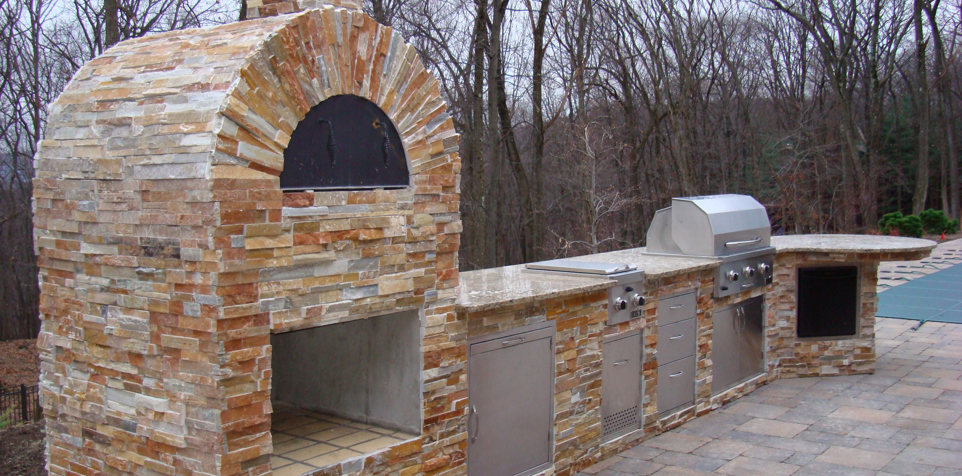 Large Out. Kitchen & Brick Pizza Oven.jp