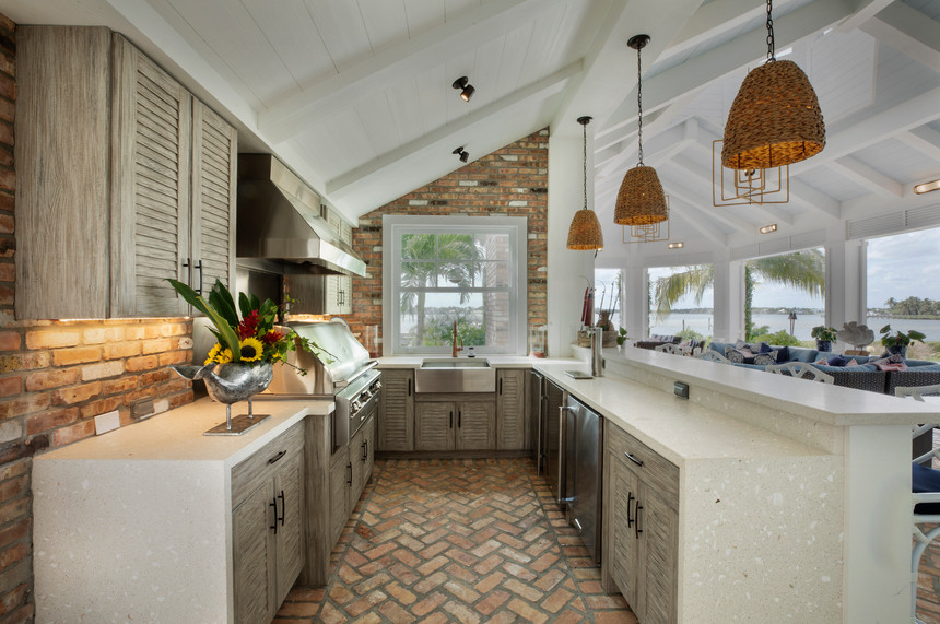 Outdoor Kitchen with grill cabine