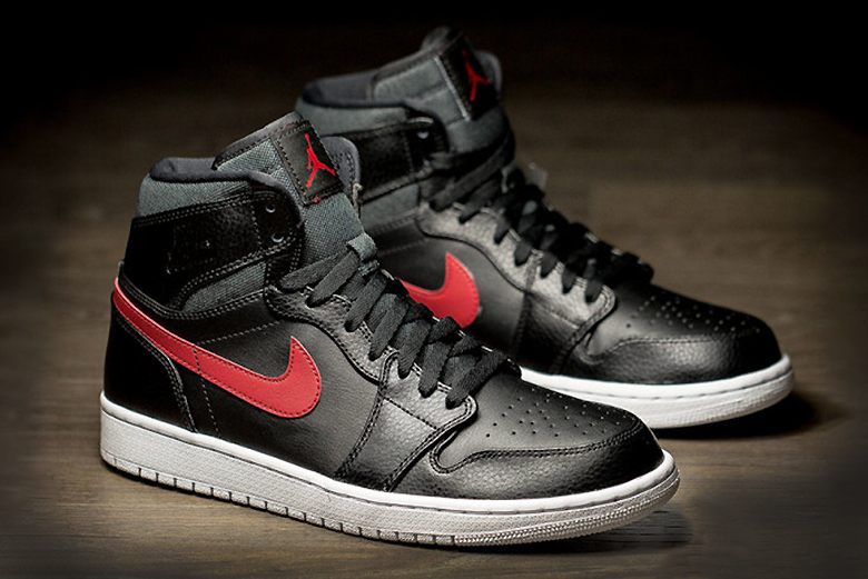 "Nike Air Jordan 1 Rare Air ""Bred's"""