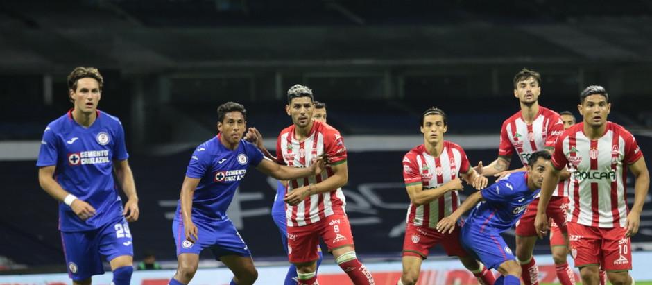 RAYOS TOPÓ CON CEMENTO EN EL ESTADIO AZTECA: CRUZ AZUL 3-0 NECAXA.
