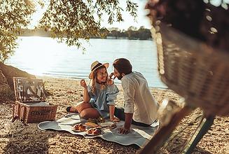 picniccouple.png