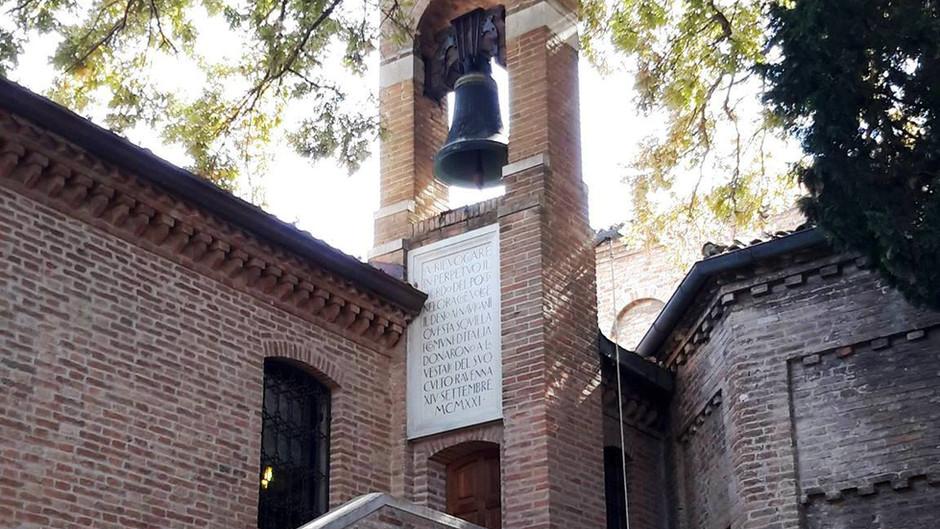 la campana in memoria di dante alighieri