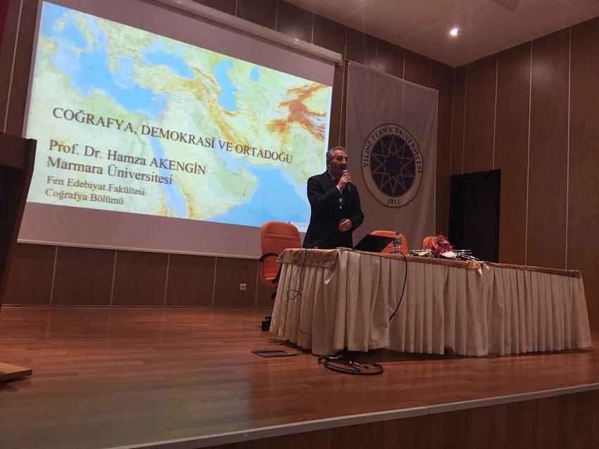 28 Kasım 2017 Salı günü Yıldız Teknik Üniversitesi  Eğitim Fakültesinde Coğrafya, Demokrasi ve Ortadoğu başlıklı bir konferans verdim