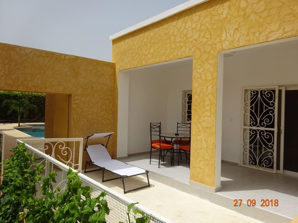 Terrasse avec accès piscine