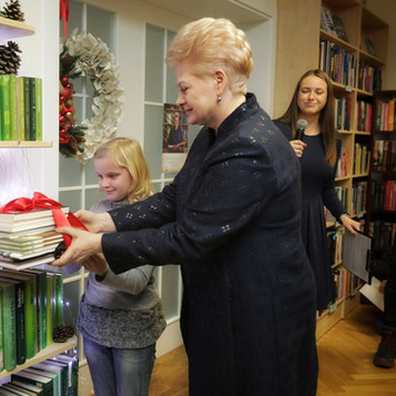 """Kauno V. Kudirkos viešosios bibliotekos Z. Kuzmickio padalinyje atidarytos devintosios """"Knygų Kalėdos"""""""