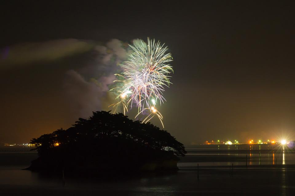馬の背から見る桂島の花火