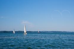 帆走クルージングとブルーインパルスのコラボ