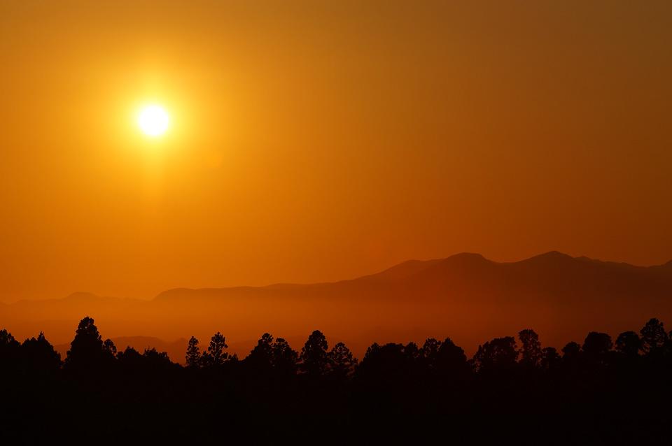 利府乗馬クラブから泉ヶ岳に沈む夕日を