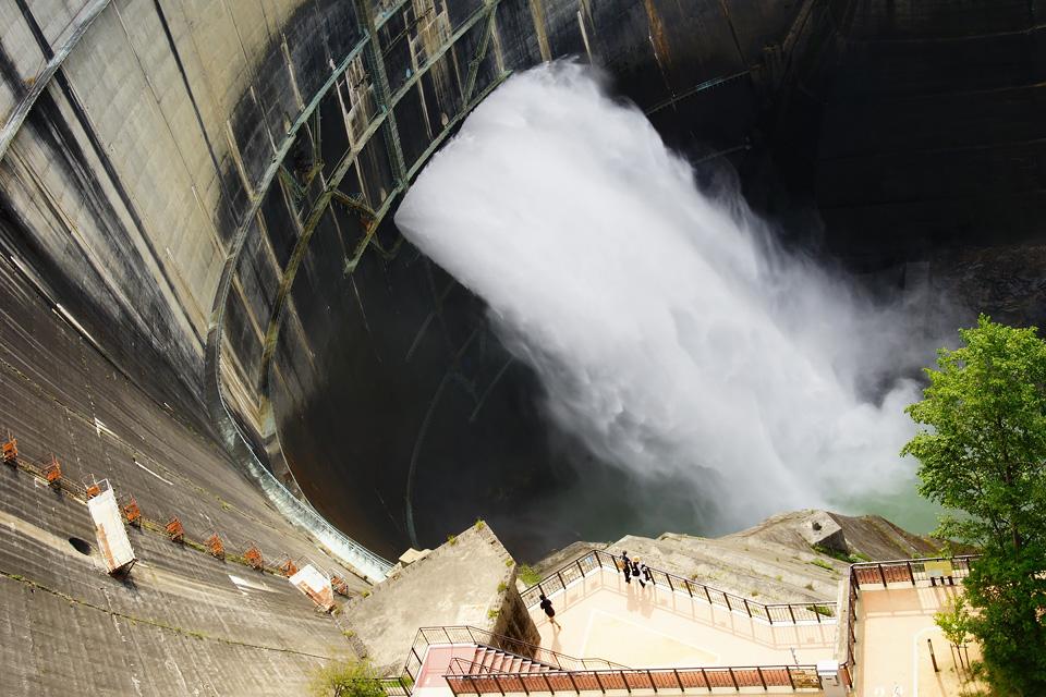 迫力の放水 黒部ダム