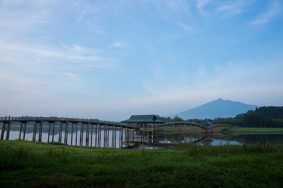 鶴の舞橋と津軽富士 岩木山