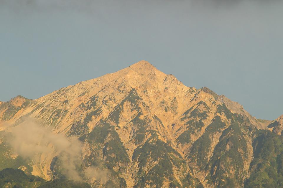 朝陽を浴びる白馬鑓ヶ岳