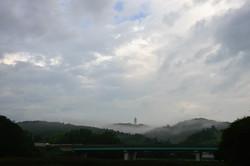 朝靄に包まれる番ヶ森