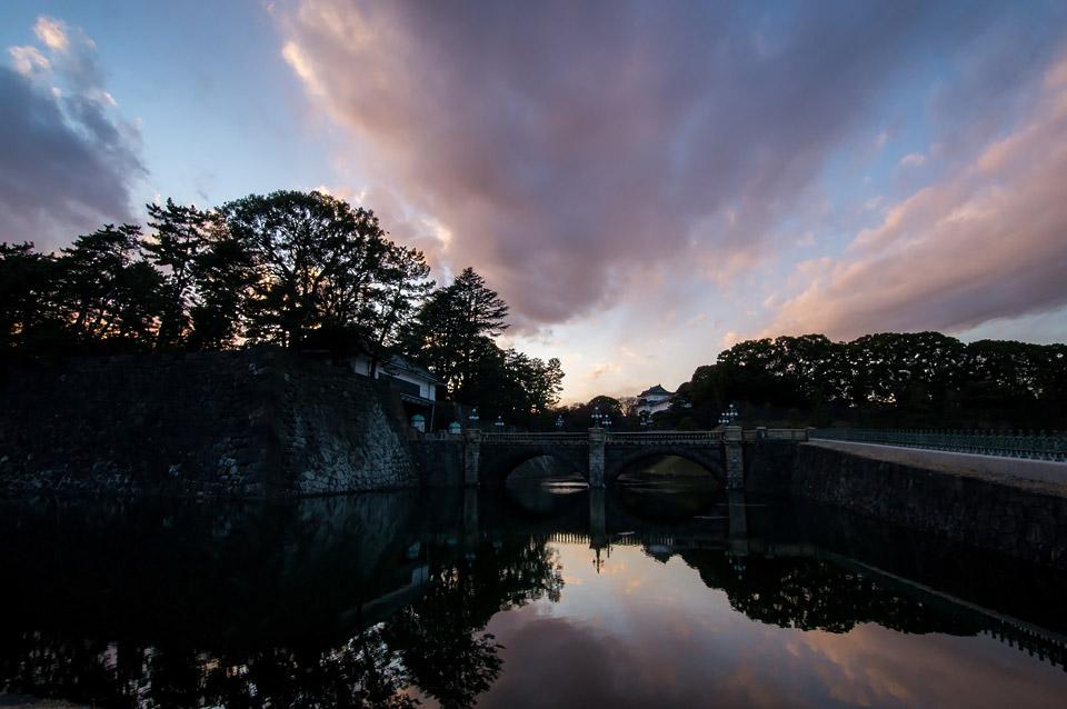 夕暮れの皇居二重橋