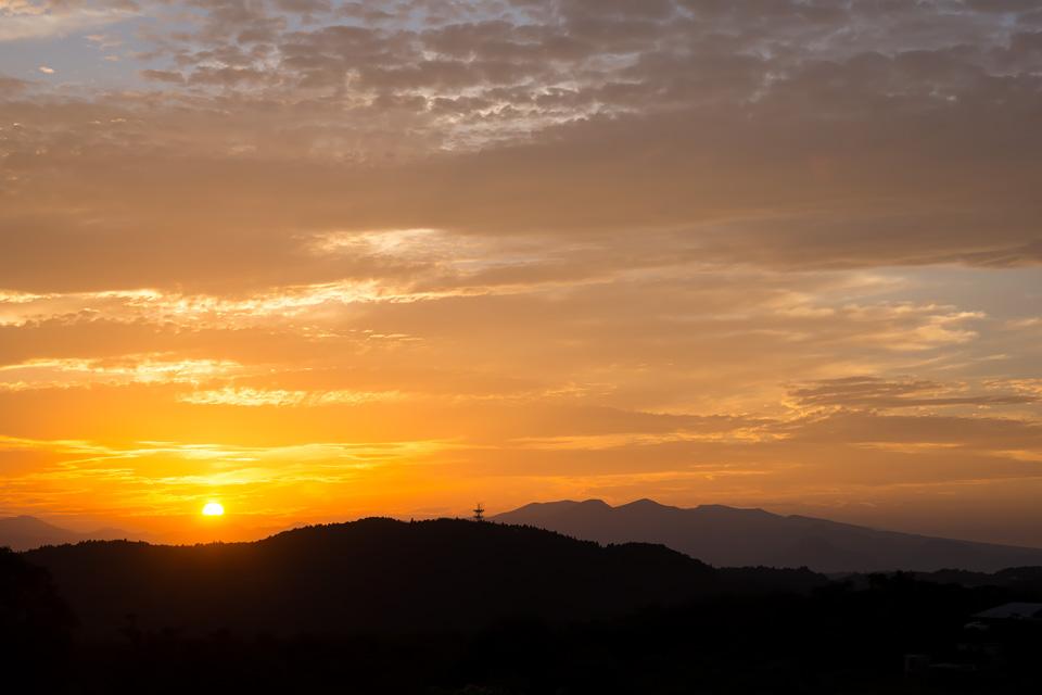 泉ヶ岳と夕日 梨ヶ丘にて