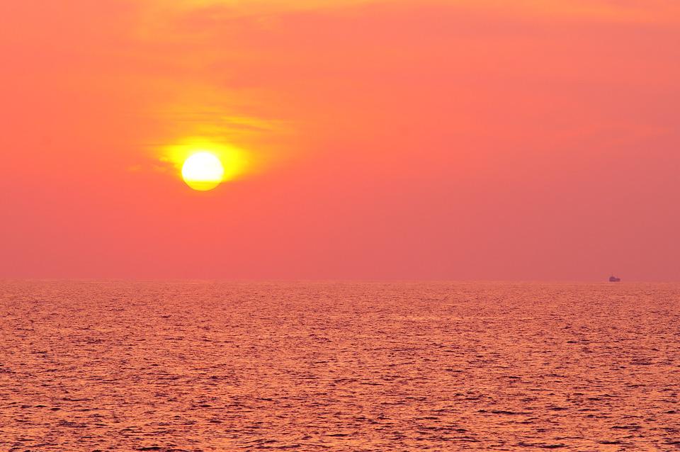 日本海沈む夕日