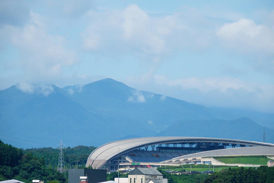 宮城スタジアムと北泉ヶ岳