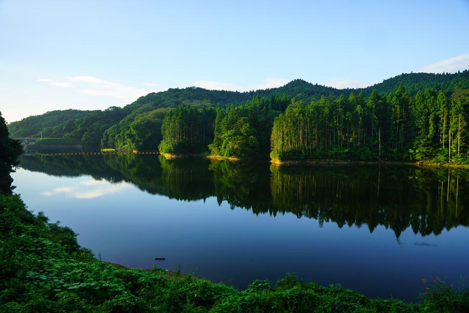 静かな朝 惣の関ダム