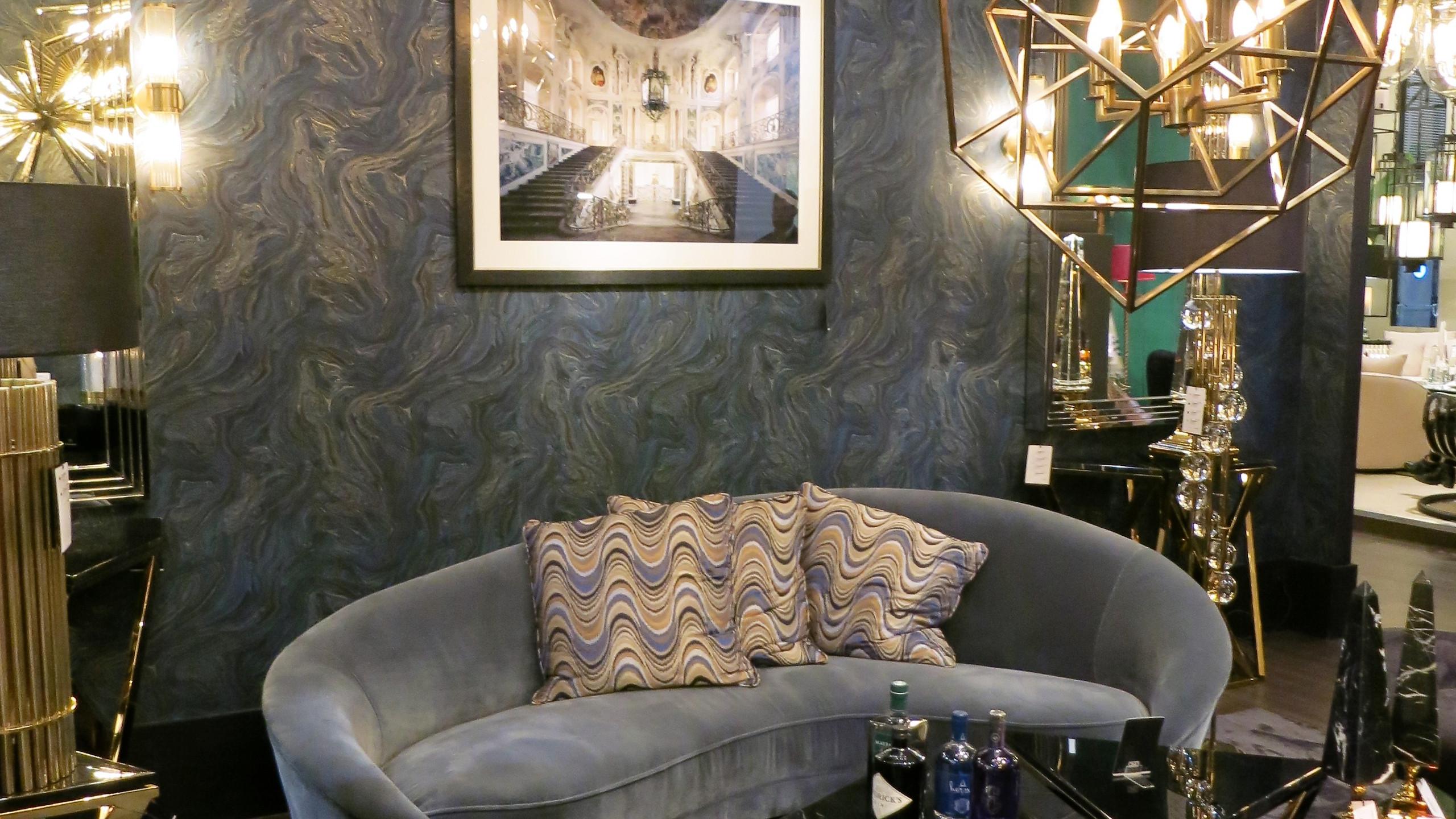 Maison & Objet Paris  Luxuriöses Interior mit Samt, extravaganter Tapete, Messing-Leuchten und außergewöhnlichen Accessoires.