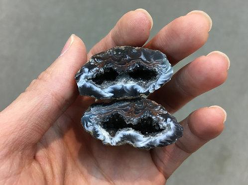 Agate Rock ( Mini ) ( One Pair ) 迷利瑪瑙洞 ( 一對 ) ( 已售 / Sold )