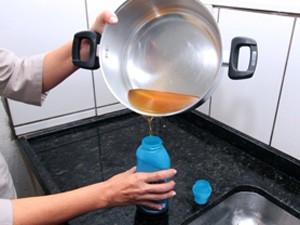 Não reutilize o óleo de cozinha, recicle!