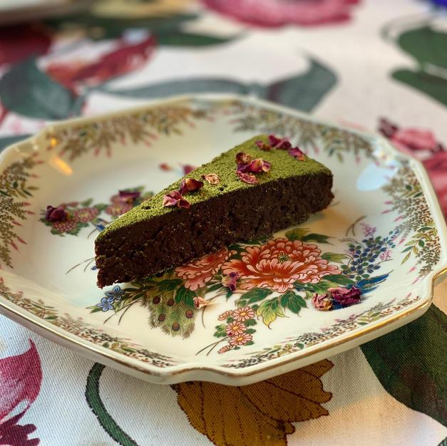 Chocolade-rozentaart met matcha & zeezout