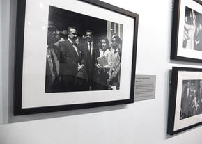 On April 19, 1960, Mayor Ben West met with Rev. C. T. Vivian and Diane Nash after demonstrators arrived at the courthouse plaza. Photo by Vic Cooley, Nashville Banner Archives, Nashville Public Library, Special Collections