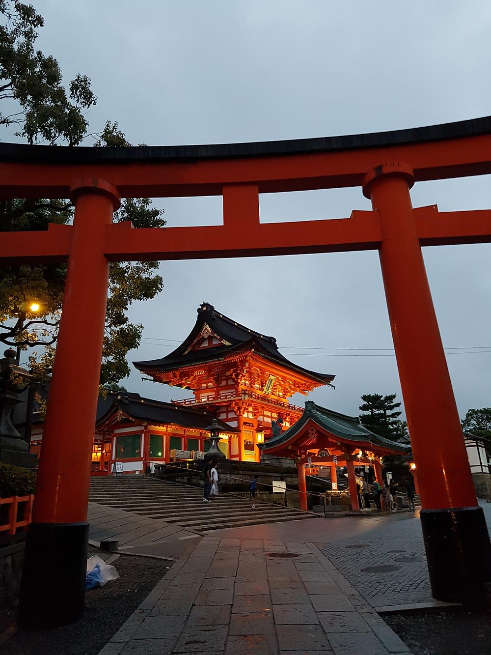 Eingangs-Tori zum Fushimi Inari Taisha
