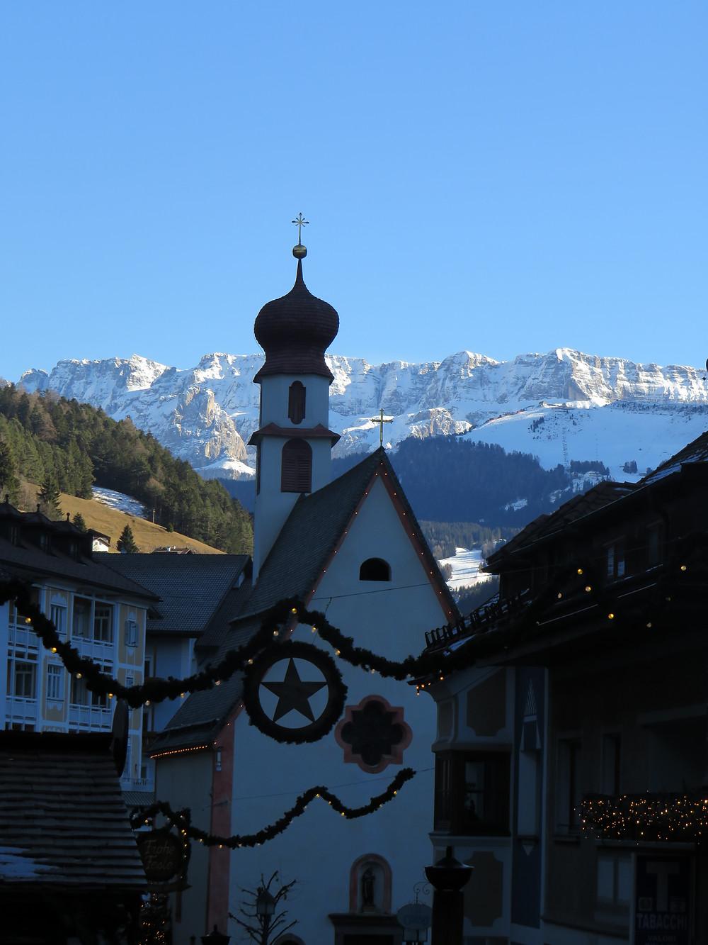 St. Ulrich mit Sicht zu den Dolomiten
