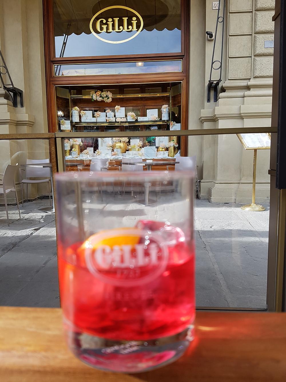 Campari Soda im stylischen Caffè Gilli