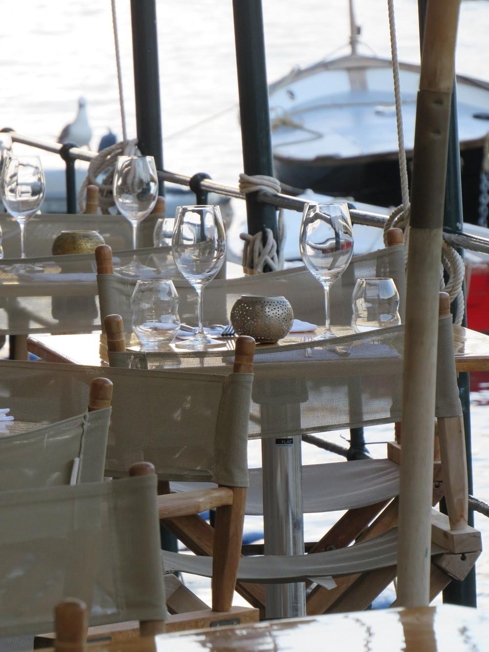Ein Restaurant am Wasser in Protofino