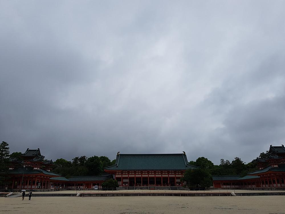 Staatshalle Daigokuden mit seitlichen Haupthallen und Pagoden