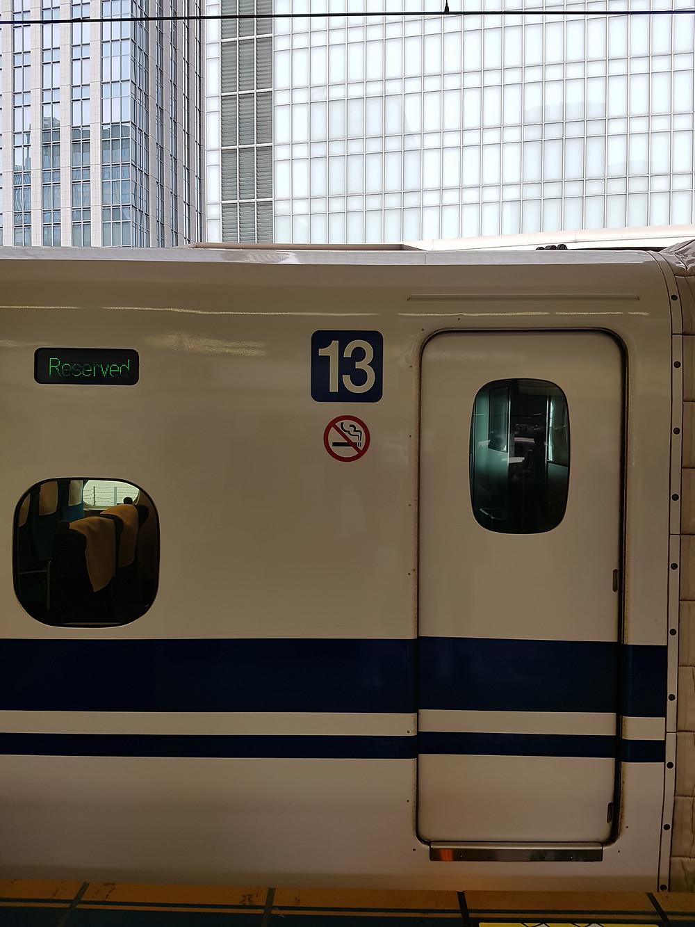 Reservierte Sitze im Shinkansen - Bahnhof Tokyo