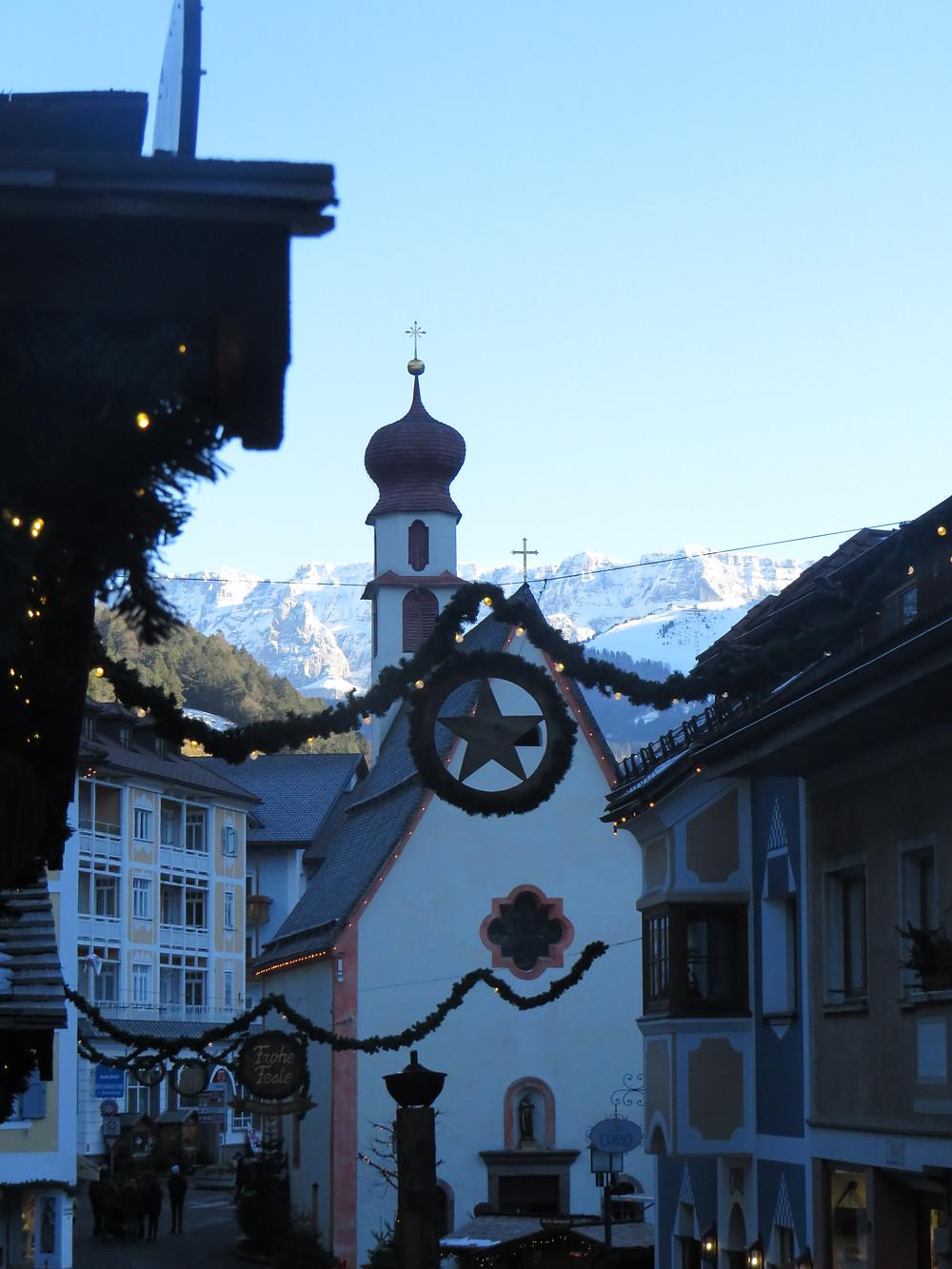 Ortisei und Sicht auf die Dolomiten