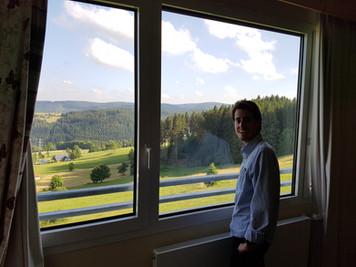 Ich am Fenster der Deluxe Suite
