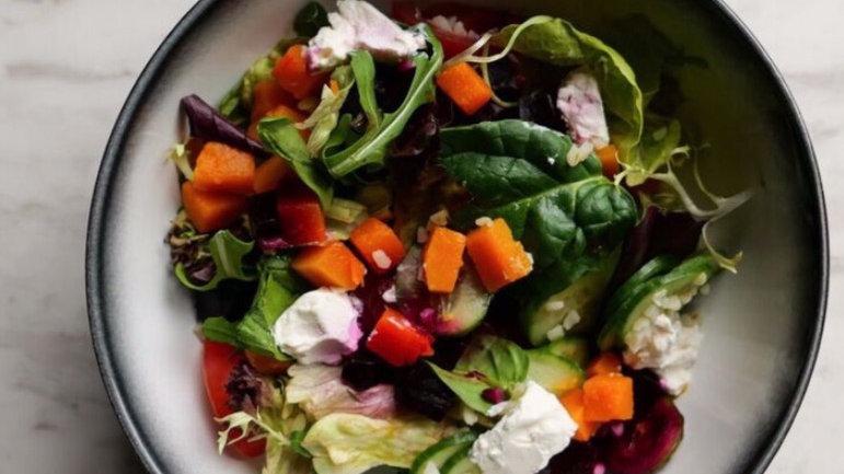 Салат с булгуром, свёклой и тыквой