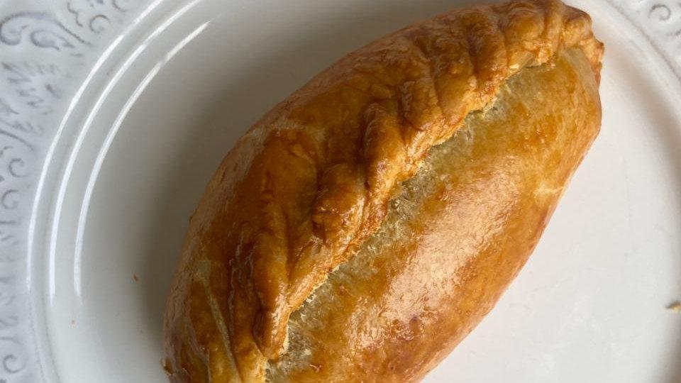 Пирожок с пряной курицей