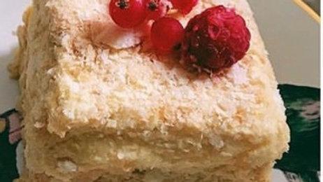 Пирожное Наполеон с ягодами