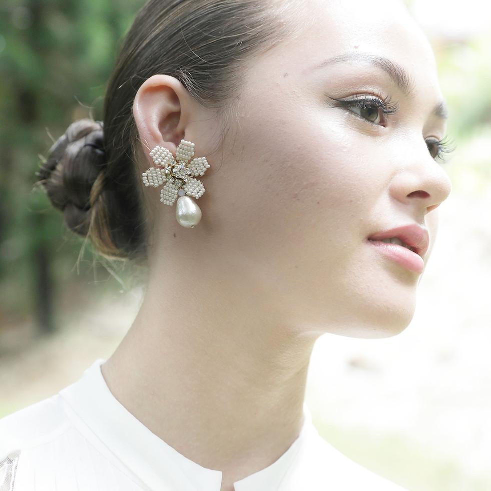 Cotton pearl wirh bead flower earring