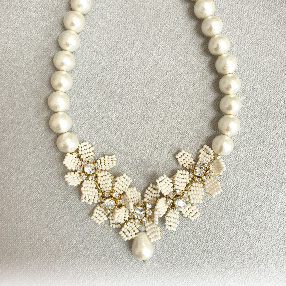 Cotton pearl with flower necklace.