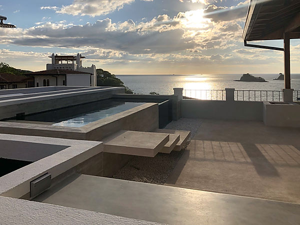 Roof pool for a home in Las Catalinas designed by Inverse Project