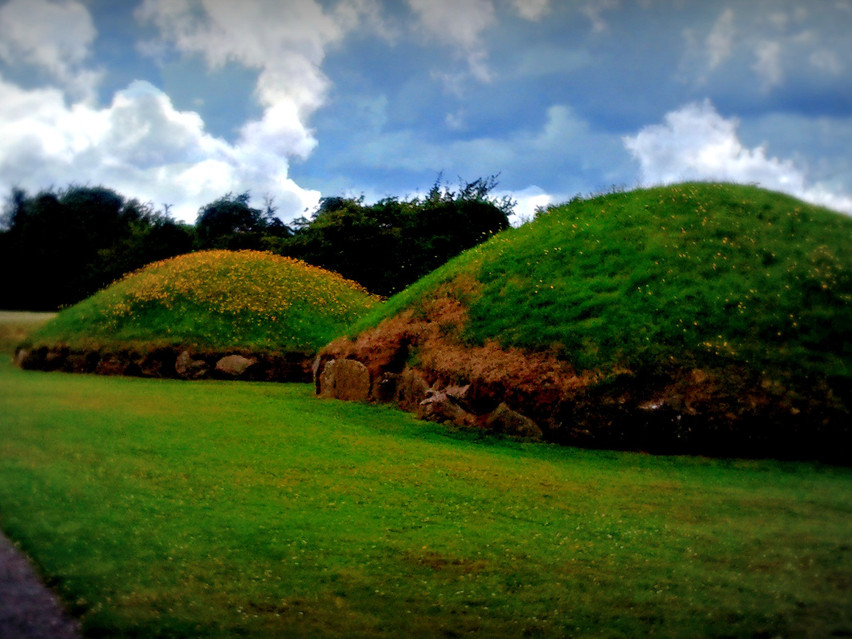 Two satellite mounds, Knowth